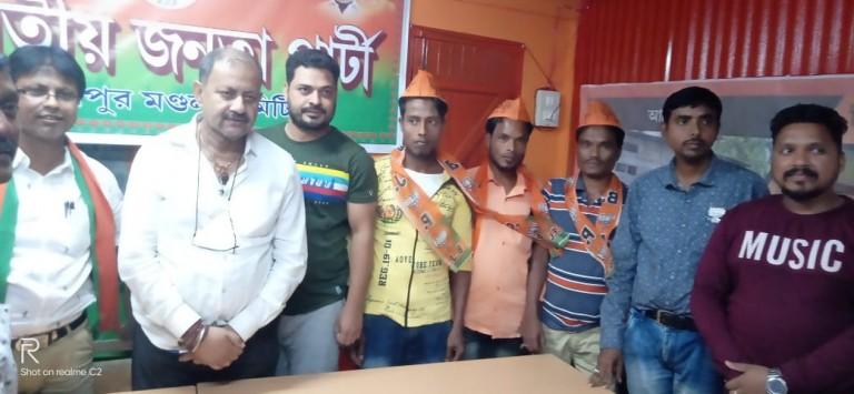 বদরপুরের  মুসলিম ভাই-বোনরা আজ AIUDF ছেড়ে   সচ্ছায়  BJP-তে যোগ করলেন