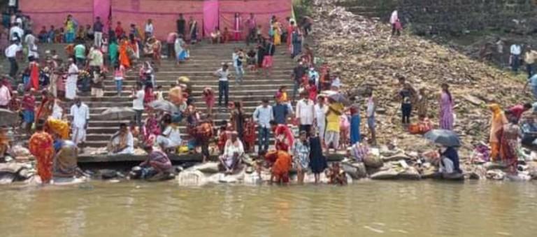 সিদ্ধেশ্বর কপিলাশ্রম শিববাড়ি এবং কাটিগড়ার বারুনি ময়দানে বারুনি সূর্যস্নান অনুষ্ঠিত