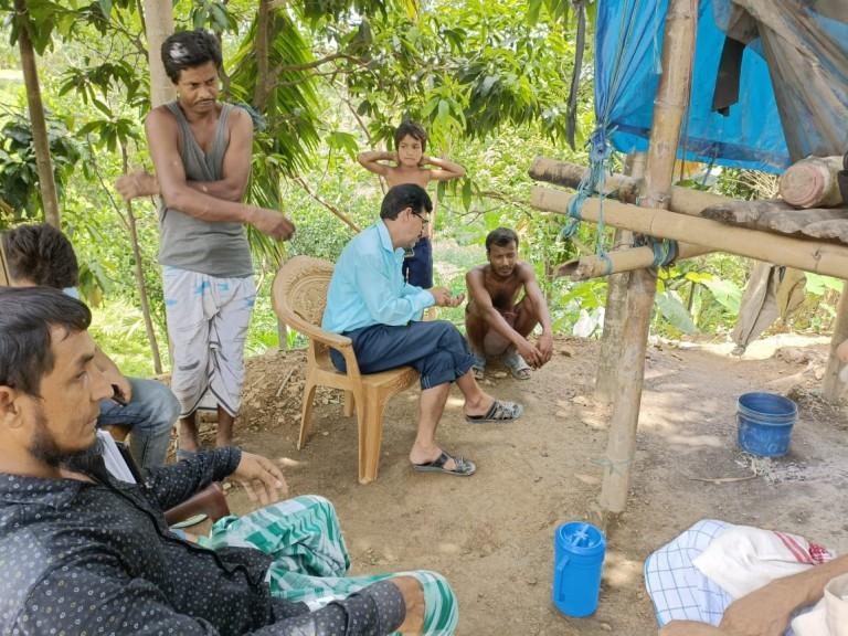 অসহায় ইব্রাহিম আলীর ঘর পরিদর্শন করেন বুন্দাশিল জিপির প্রতিনিধি দল